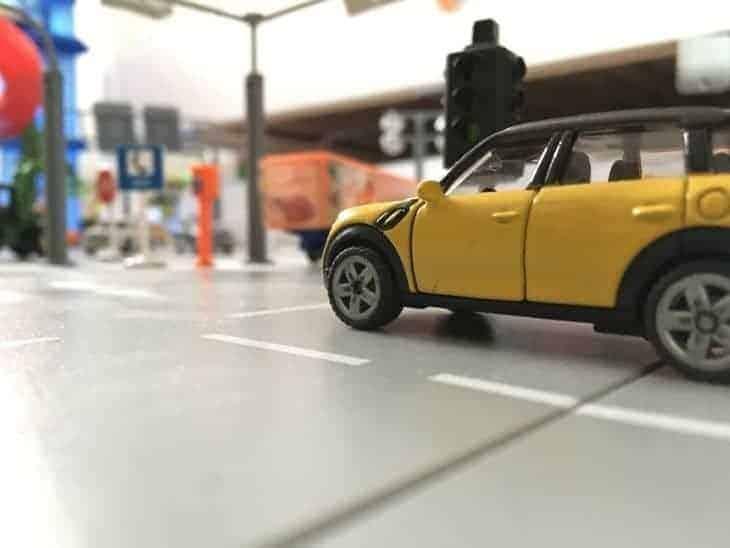 SIKU World Mini steht an der Kreuzung
