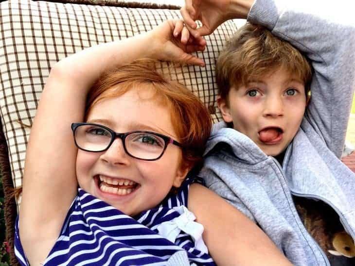 Posingtipps für Kinderfotos leo und Flo 2