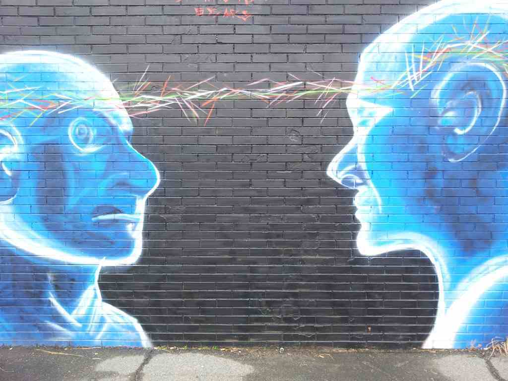 Sinnbild für Gedankenaustausch über moderne Familie von zwei Männern